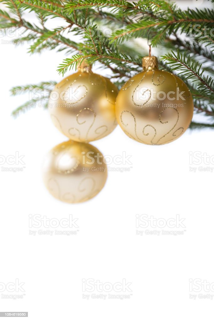 Goldene Weihnachtskugeln.Dekorationen Goldene Weihnachtskugeln Am Weihnachtsbaum Stockfoto
