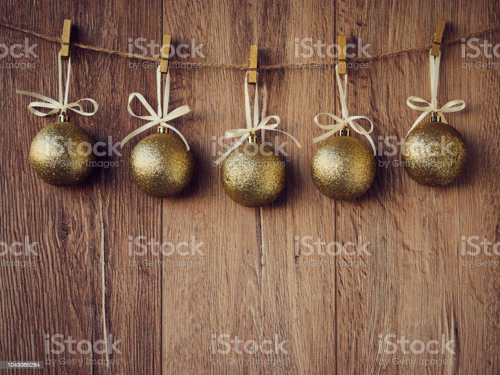 Sapin De Noel Suspendu En Bois photo libre de droit de or de décorations de noël boules de
