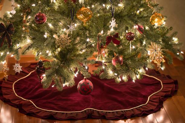 christmas decorations hanging on tree - spódnica zdjęcia i obrazy z banku zdjęć