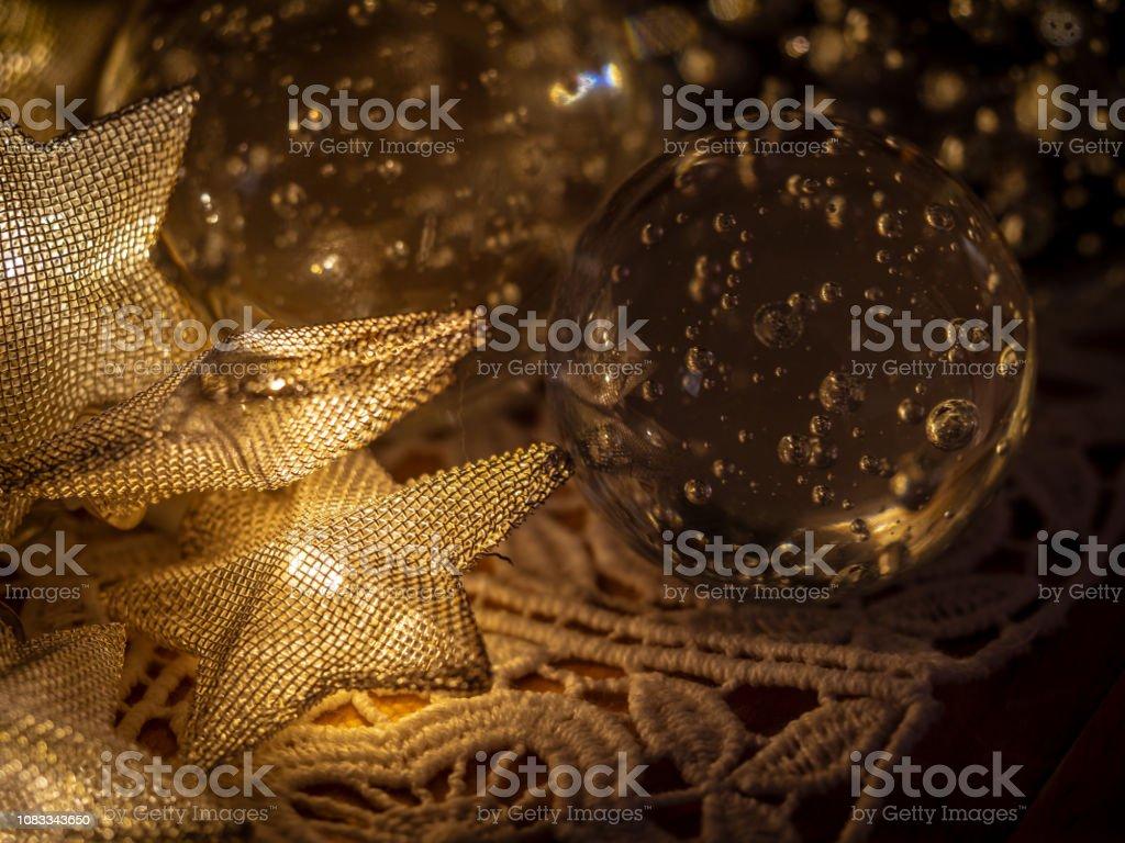 0561-Weihnachtsschmuck geladen Metall Sterne und Dekor Glaskugeln – Foto