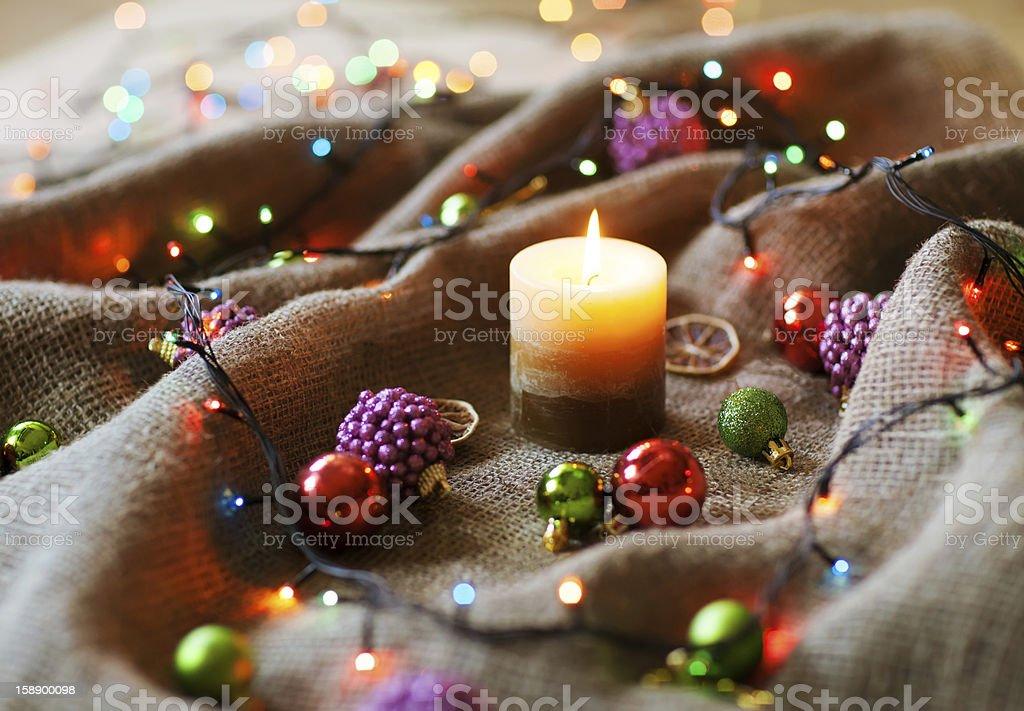 Weihnachtsdekoration mit Leinen-Stoff – Foto