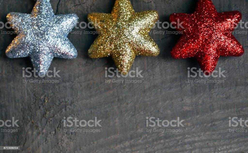 Kerstdecoraties Met Rood : Kerstdecoratie zilver goud en rood decoratieve kerst sterren op oude