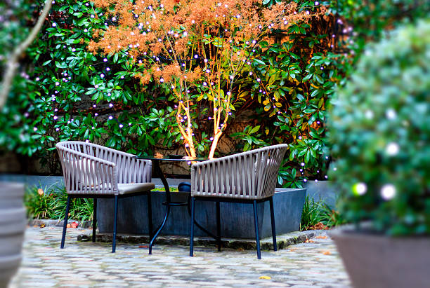 weihnachten decotated garden patio - terrassen lichterketten stock-fotos und bilder