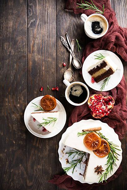 christmas delicious chocolate cake - aufstrich weihnachten stock-fotos und bilder