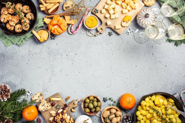 christmas dinner party table - pranzo di natale foto e immagini stock
