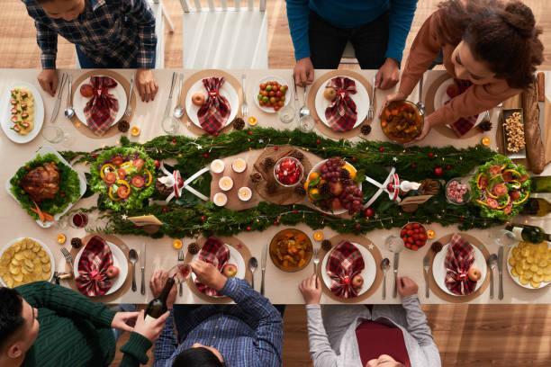 weihnachts-dinner - weihnachten vietnam stock-fotos und bilder