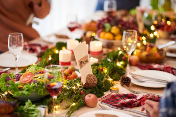 weihnachts-dinner-tisch - weihnachten vietnam stock-fotos und bilder
