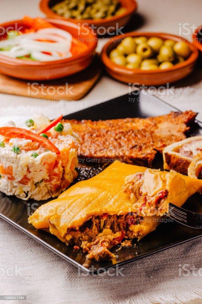 Weihnachtengericht In Venezuela Hallaca Schinkenbrot Salat Und ...
