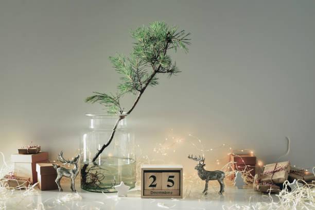 weihnachten-eco-freundliche wohnkultur-konzept - weihnachtsideen stock-fotos und bilder
