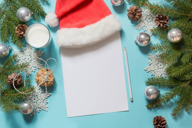 leer leer weihnachtsbrief für santa claus mit milch, cookies. ansicht von oben und platz für ihren text. flach zu legen. - nikolaus geschichte stock-fotos und bilder