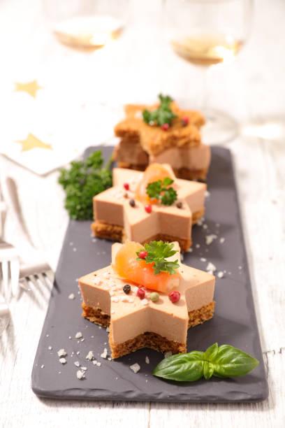 entrée de noël gastronomique - foie gras photos et images de collection