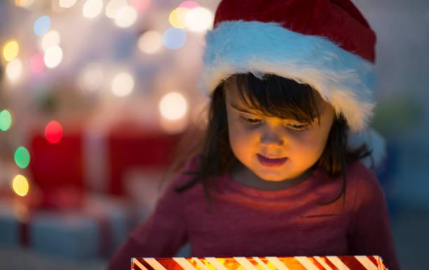 christmas eve - santa claus tiptoeing foto e immagini stock