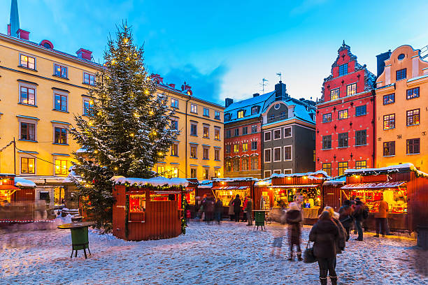 Christmas fair in Stockholm, Sweden Beautiful snowy winter scenery of Christmas holiday fair at the Big Square (Stortorget) in the Old Town (Gamla Stan) in Stockholm, Sweden stockholm stock pictures, royalty-free photos & images