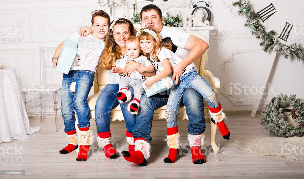 Christmas Family Portraits.Christmas Family Portrait In Home Holiday Living Room Kids