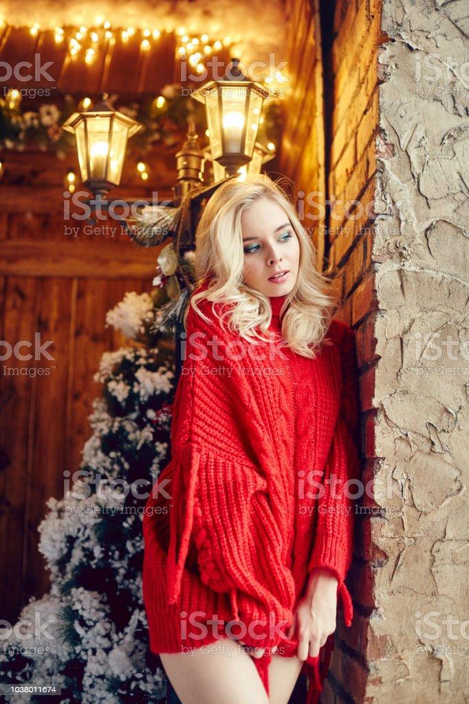 2895b56cc94 Photo libre de droit de Mode De Noël Sexy Femme Blonde Dans Le ...