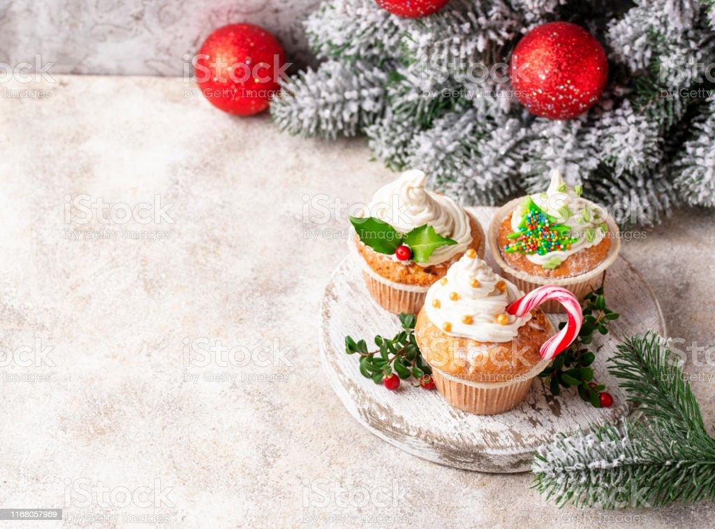 Gateau De Fete De Noel.Photo Libre De Droit De Gâteau De Fête De Noel Avec