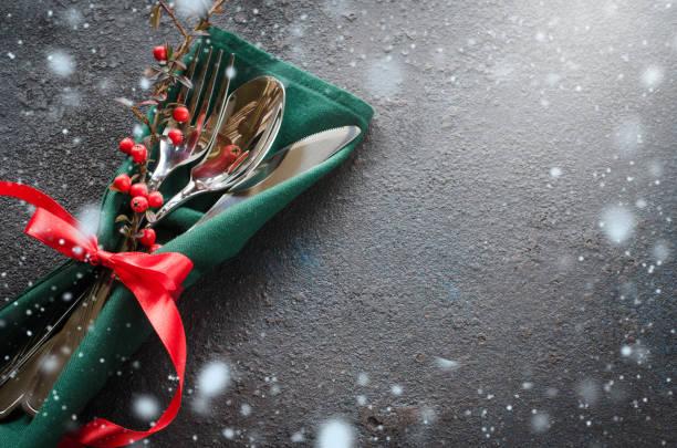 christmas festive table setting with xmas decorations. christmas background in rustic stile. - pranzo di natale foto e immagini stock