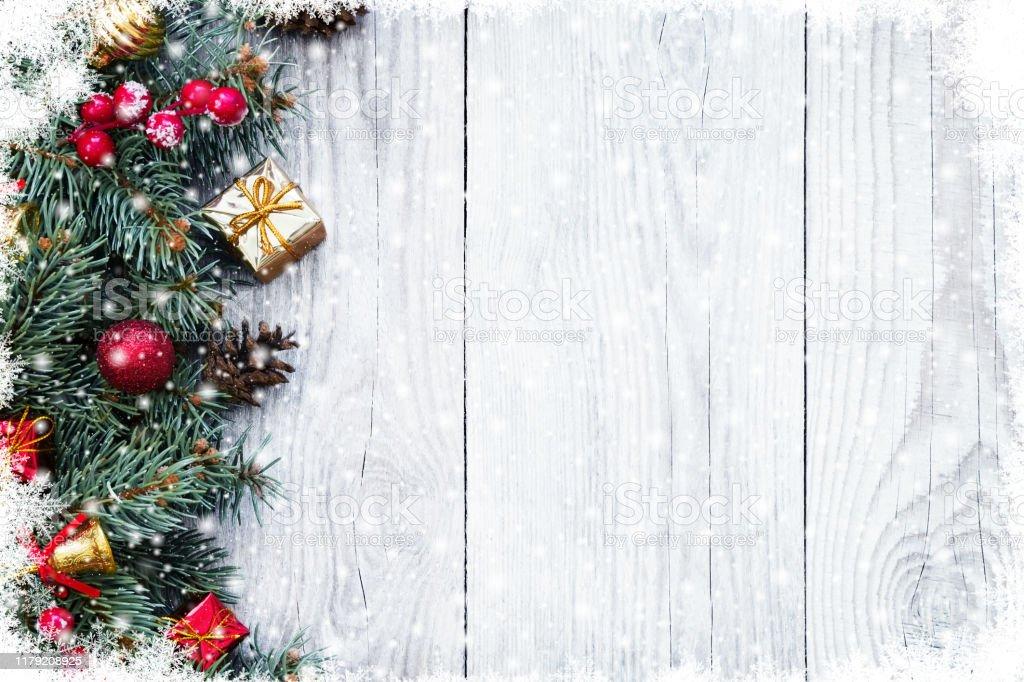 Oyuncaklar ile Noel köknar ağacı dalları - Royalty-free Ahşap Stok görsel