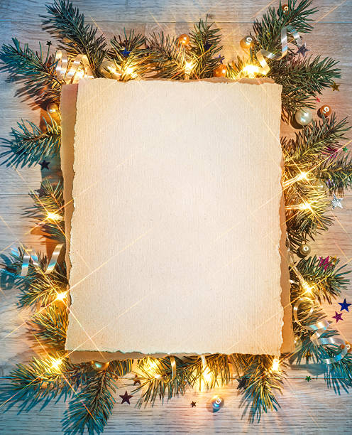 christmas fir tree with greeting paper. - papier weihnachtsschmuck stock-fotos und bilder