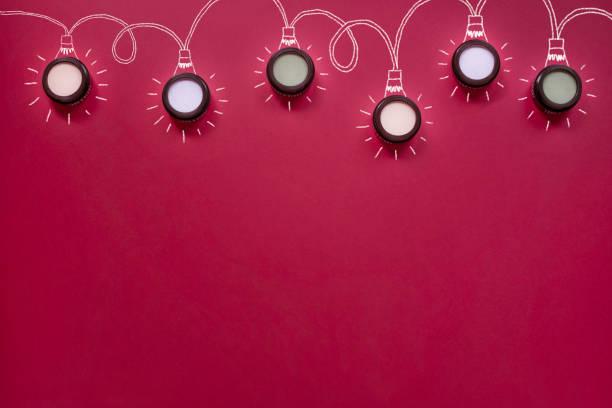 weihnachten flach legen, make-up-lichterketten - blaues augen make up stock-fotos und bilder