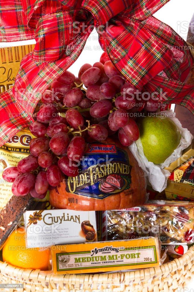 Weihnachten Geschenkkorb Mit Lebensmitteln Auf Weißem Hintergrund ...