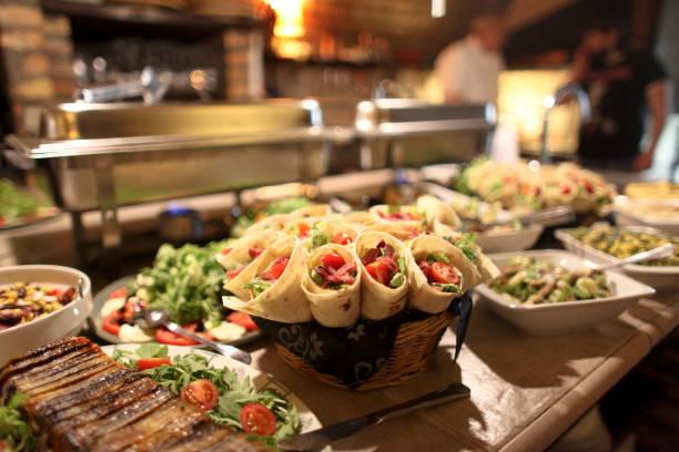 weihnachts-food - partysalate stock-fotos und bilder