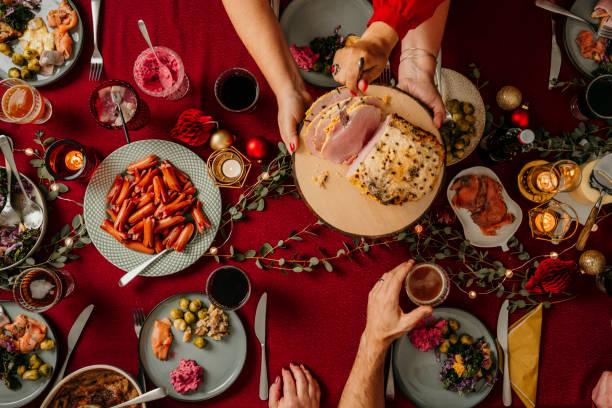 weihnachten essen smorgasbord - esszimmer buffet stock-fotos und bilder
