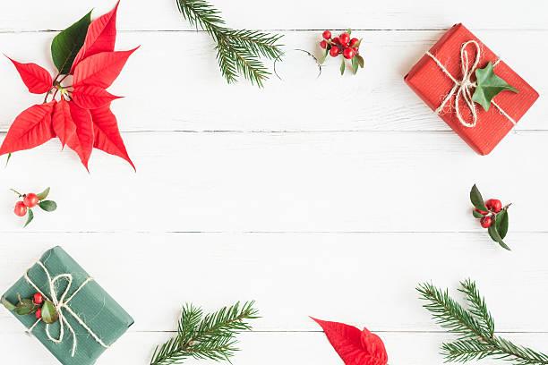 christmas frame. gifts, fir branches, christmas poinsettia. flat lay - weihnachtssterne aus papier stock-fotos und bilder