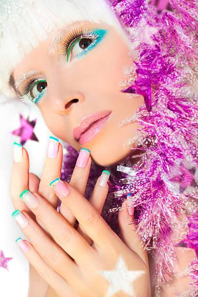 weihnachten französische maniküre und make-up. - nageldesign weihnachten stock-fotos und bilder