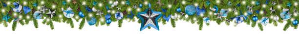 Weihnachten Girlande super breit Panorama Banner mit Tannenzweige blau Türkis und Holz Silber Sterne Lichter und Kugeln xmas russtic traditionelle natürliche Baum dekoration isoliert weißen Hintergrund – Foto