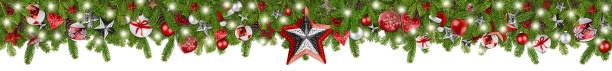 Weihnachten Girlande super breit Panorama Banner mit Tannenzweige rot Silber Sterne Lichter und Kugeln xmas russtic traditionelle natürliche Baumdekoration isoliert weißen Hintergrund – Foto