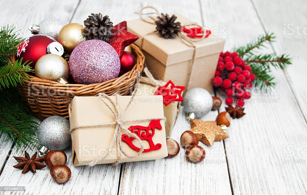 christmas gift box and decorations foto stock royalty-free