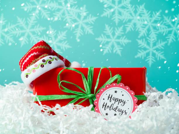 クリスマスのギフトボックスとサンタの帽子 ストックフォト