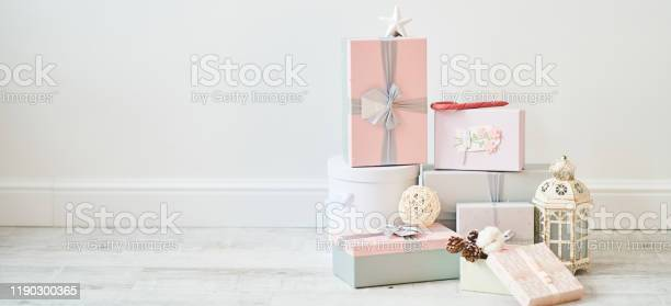 Christmas gift boxes on a white background banner copy space picture id1190300365?b=1&k=6&m=1190300365&s=612x612&h=xvqlbxlxlcy0lmoainb1x5g ielnxzo9xce57ir0qgy=