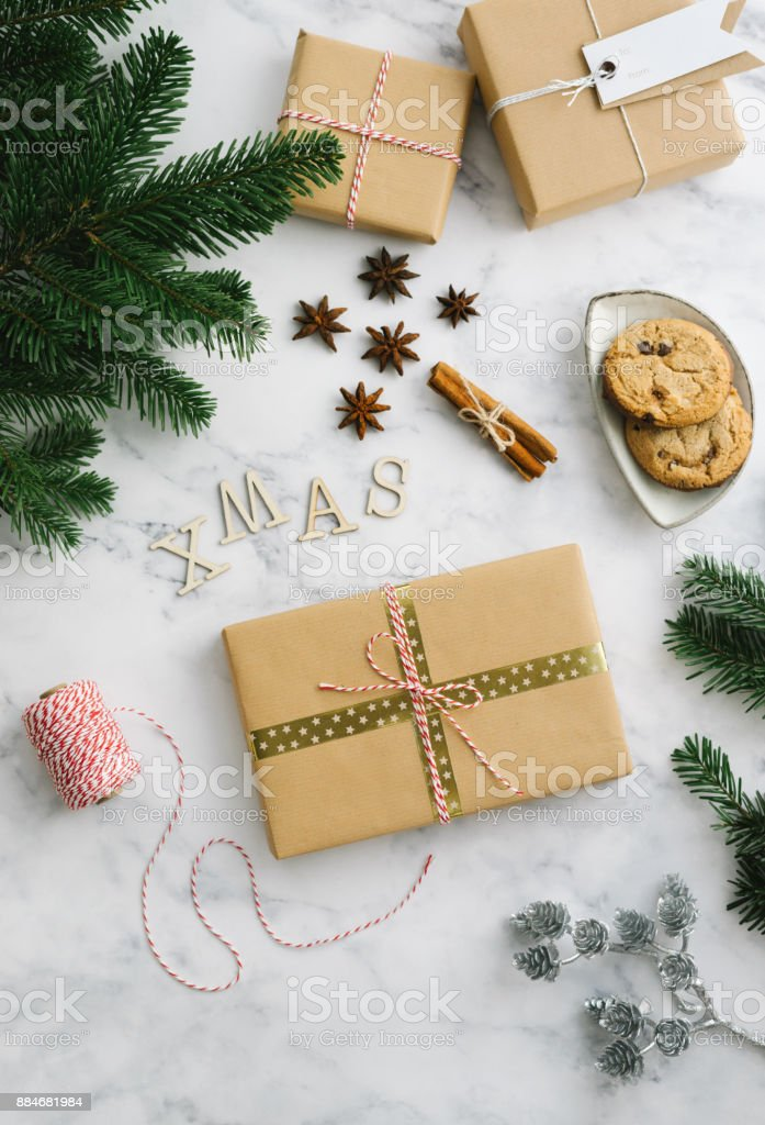 Christmas gift boxes with winter themed decorations - fotografia de stock