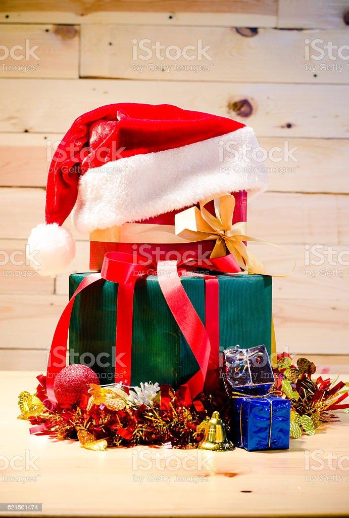 christmas gift on wood table Lizenzfreies stock-foto