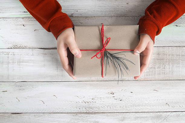 weihnachts-geschenk  - winterdeko basteln stock-fotos und bilder