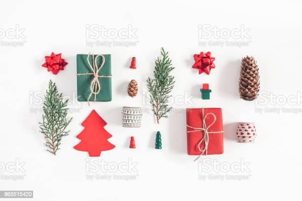 Christmas gifts pine branches toys flat lay top view picture id865515420?b=1&k=6&m=865515420&s=612x612&h=mbfuckatekzopnx7z337gvekkjcj m9kmfg9gh3tkl4=