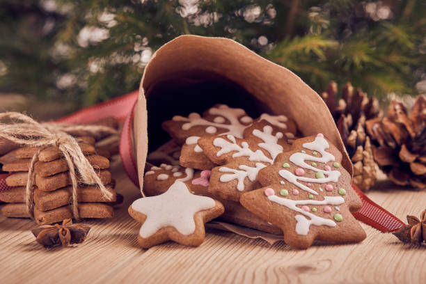 christmas gingerbread cookies. - christmas cookies stock pictures, royalty-free photos & images