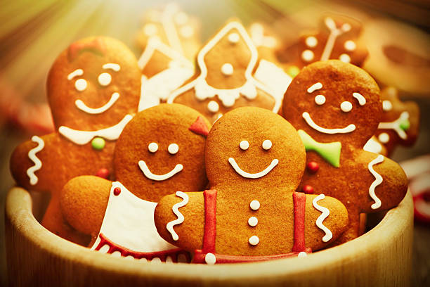 galletas de navidad pan de jengibre - gingerbread man fotografías e imágenes de stock