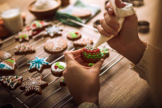 christmas gingerbread cookies with tasty colorful sugar - christmas cookies imagens e fotografias de stock