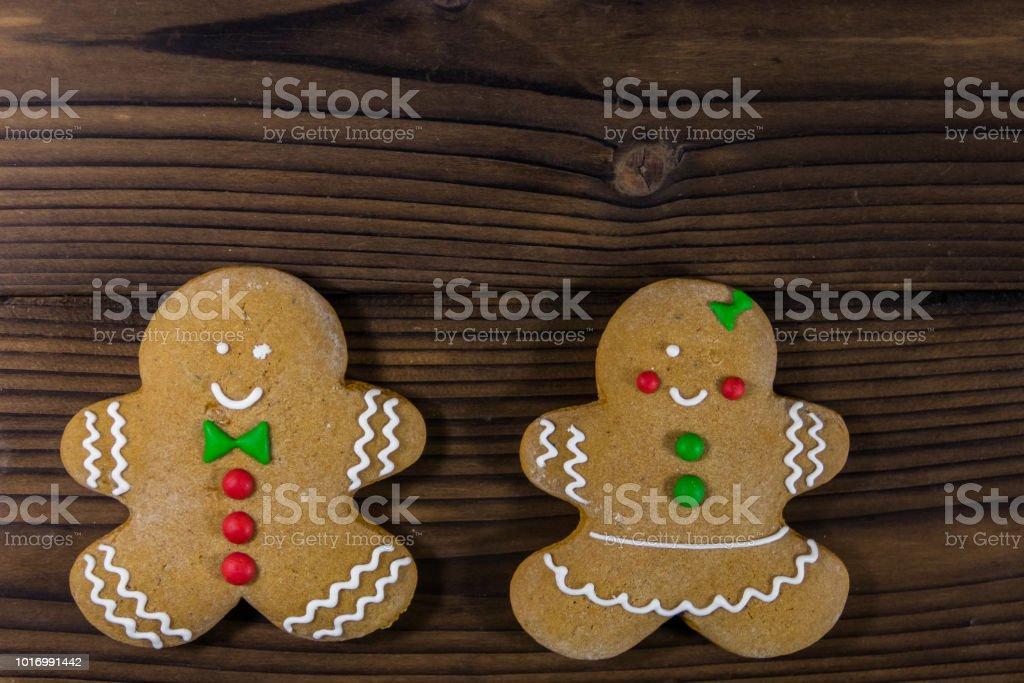 Top 10 Weihnachtsplätzchen.Lebkuchen Paar Weihnachtsplätzchen Auf Holztisch Ansicht Von Oben