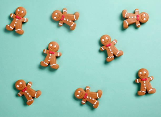 christmas gingerbread man background - christmas cookies imagens e fotografias de stock