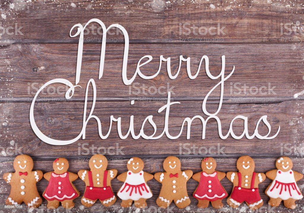 크리스마스 진저 남자와 여자 소박한 나무에 쿠키 스톡 사진