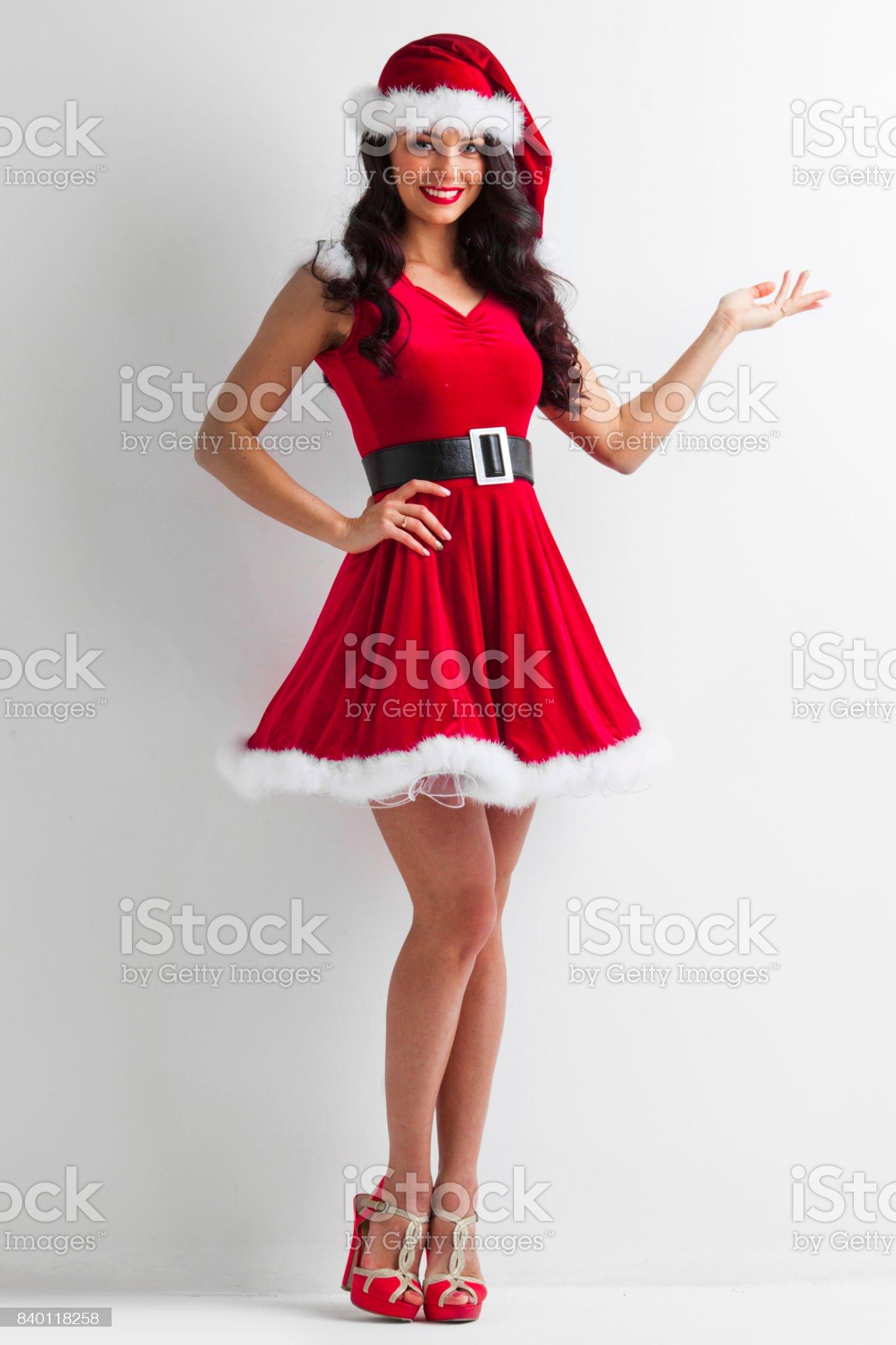 Fille de Noël tenant quelque chose photo libre de droits