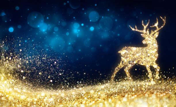 weihnachten - goldene rentier in abstrakte nacht - weihnachtskarte stock-fotos und bilder