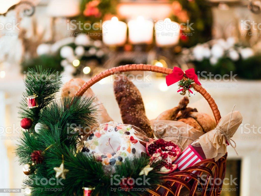 Alimento de vacaciones de Navidad productos cesta - foto de stock