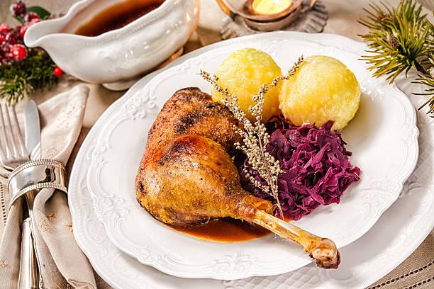 weihnachten goose - knödel kochen stock-fotos und bilder