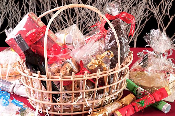 christmas hamper basket - sepet stok fotoğraflar ve resimler