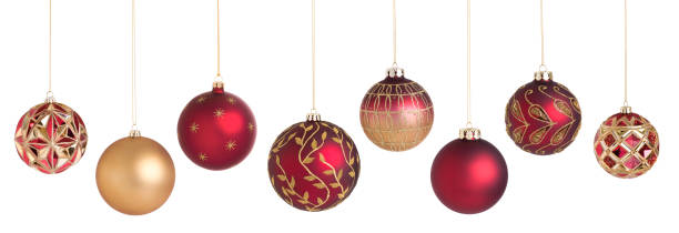 urlaub weihnachtskugeln hängen isolated on white - weihnachtskugel stock-fotos und bilder